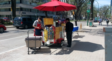 hot dog cart corner